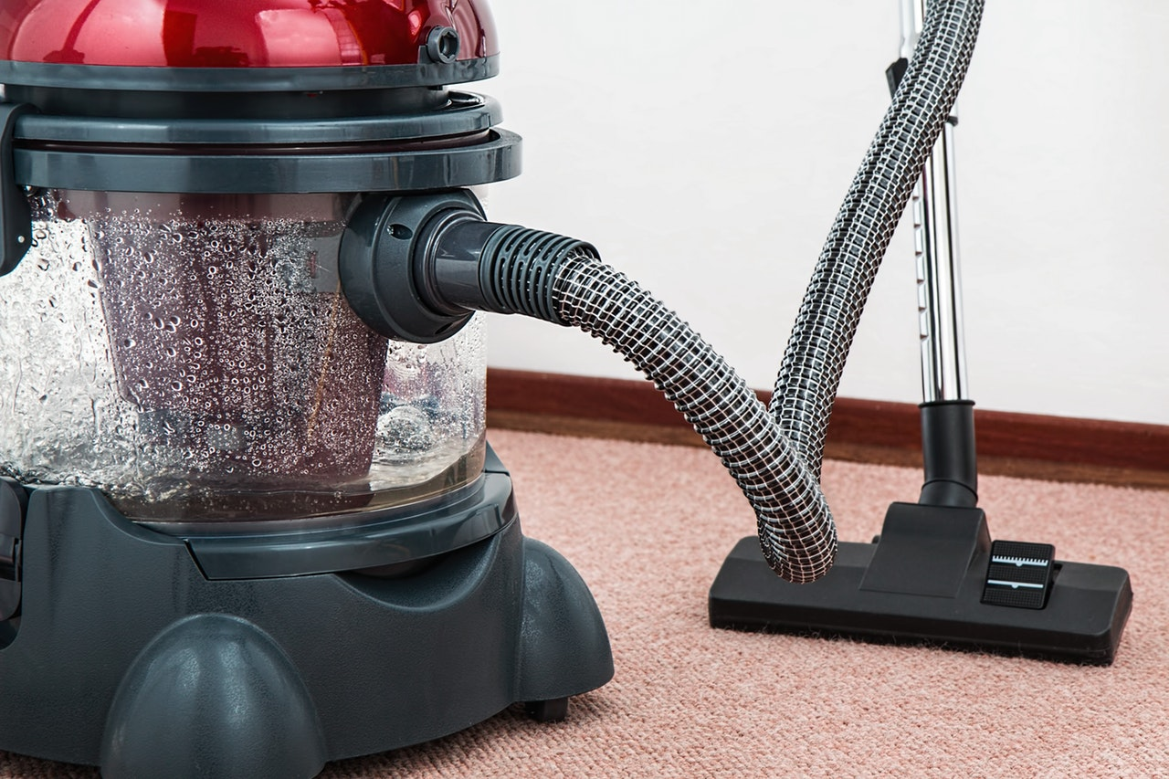 vacuum-cleaner-carpet-cleaner-housework-housekeeping-38325(1)